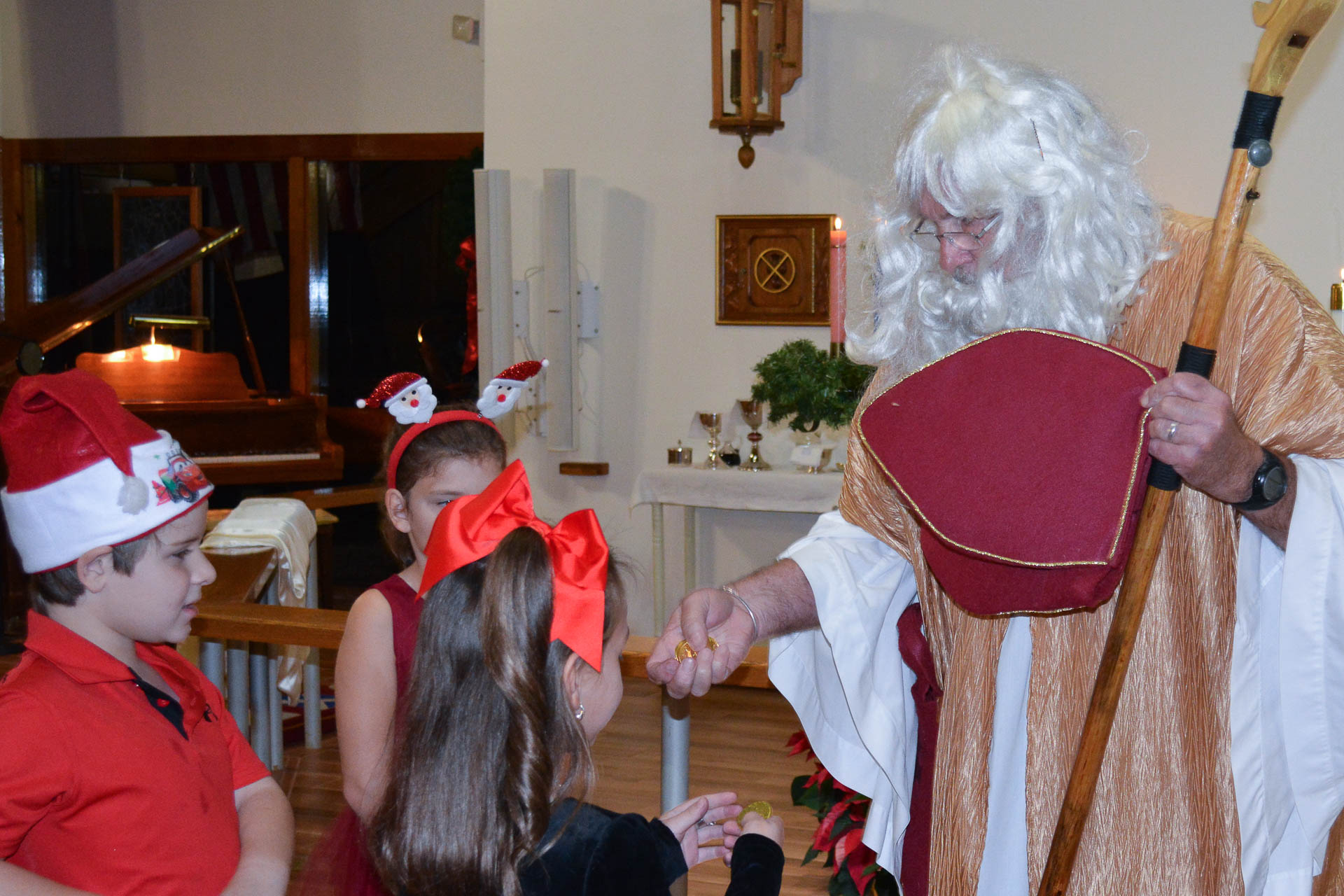 St Nick with children 2